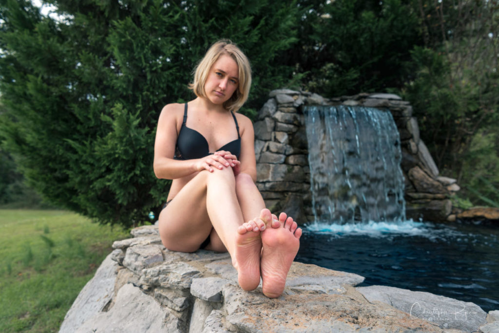 sexy barefoot blond girl showing feet & soles